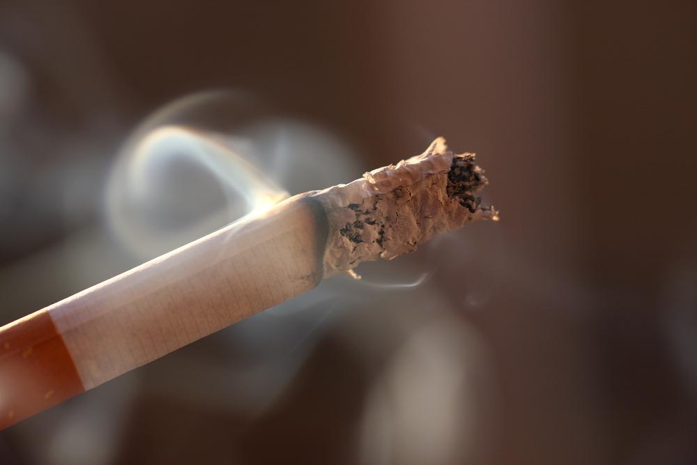 煙を出すタバコ